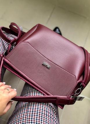 Бордовая молодежная сумка через плечо в форме саквояжа средняя вместительная