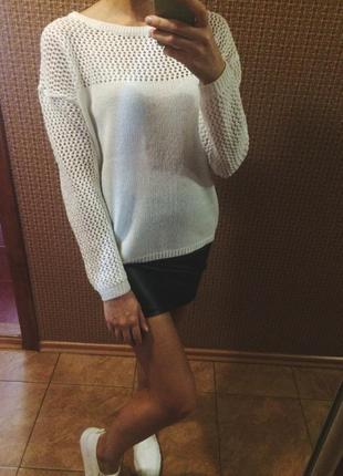 Стильный свитер с сеткой сзади