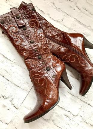 Стильные удобные красивые кожаные качественные осенние сапоги сапожки на каблуке