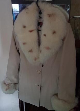 Продам зимнюю курточку с мехом