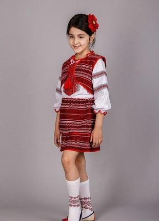 Вышитый костюм для девочки троечка.