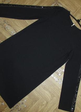 Оригинальное платье с украшениями на рукавах сетка и паетки