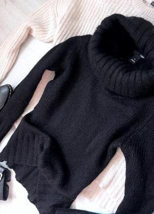 Тёплый свитер с объёмной горловиной