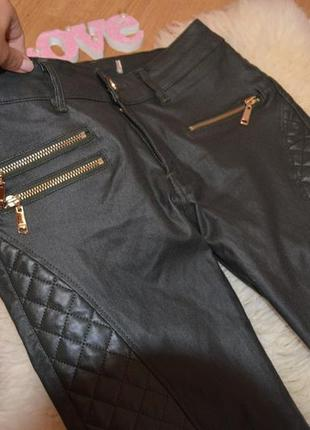 Джинсы с кожаными вставками