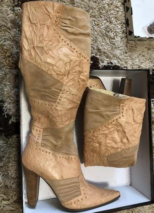 Новые кожанные высокие бежевые сапоги на каблуке