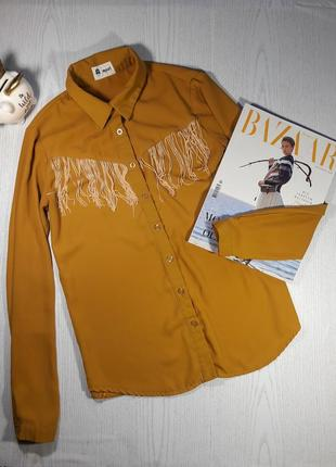 Горчичная рубашка с бахрамой на груди