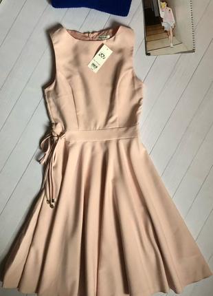 Нежное платье миди персикового цвета