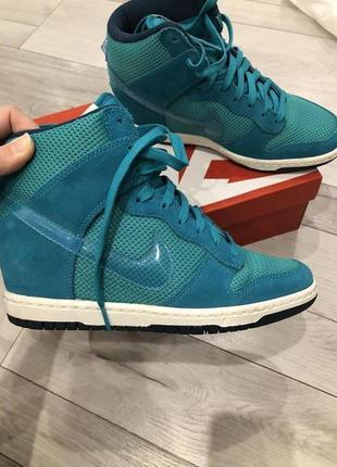 Оригинальные замшевые кроссовки nike