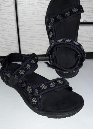 Фирменные сандали от teva
