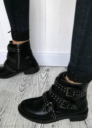 Новые демисезонные ботинки с ремешком размеры ,38,40