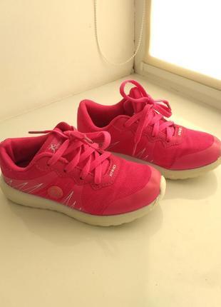 Дитячі рожеві кросівки