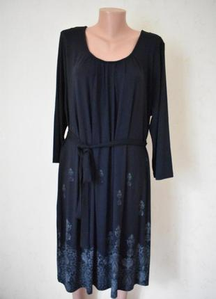 Красивое трикотажное платье с принтом большого размера