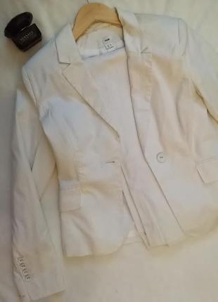Светлый бежевый белый молочный брючный костюм пиджак в полоску