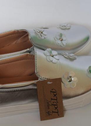 Серебряные слипоны с цветами. новые женские мокасины5