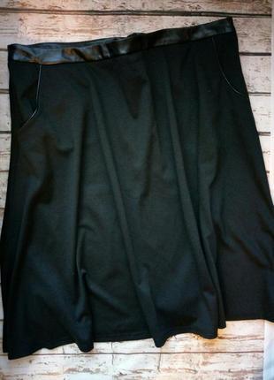 Трикотажная юбка трапеция с отделкой из экокожи