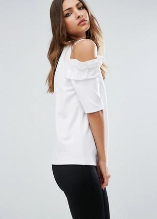 Блуза с красивой оборкой asos