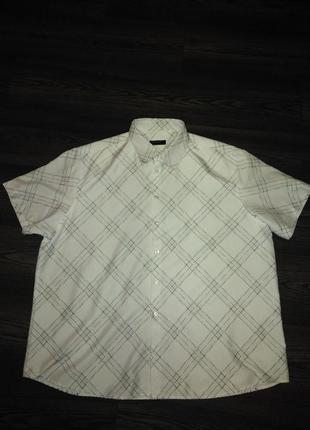 Рубашка в косую клетку.