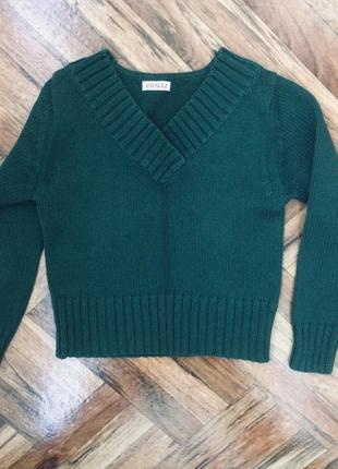 Зеленый теплый свитер