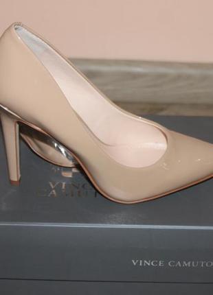 Бежевые туфли vince camuto