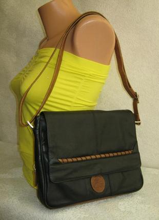 Итальянская кожаная сумка кроссбоди 26х23х6 длинная ручка с регулировкой через плечо