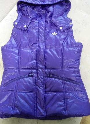 Фиолетовый жилет adidas