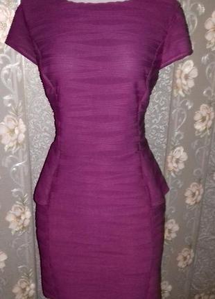 Стильное платье из фактурного трикотажа