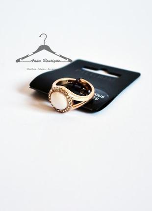 Элегантное позолоченное кольцо с драгоценным камнем pilgrim