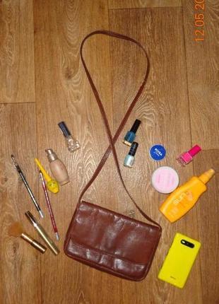 Маленькая коричневая сумочка на длинной ручке1