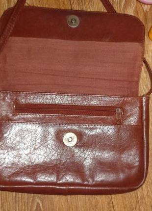 Маленькая коричневая сумочка на длинной ручке2