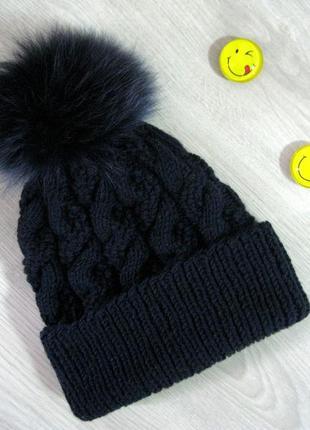 Зимняя женская шапка с бубоном из натурального меха песца