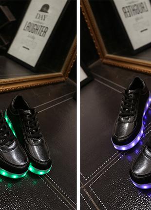 Светящиеся кроссовки черные низкие
