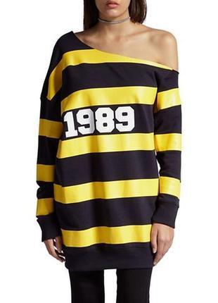 """Трэндовое платье-свитшот с открытым плечом """"1989"""""""