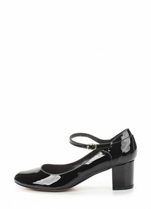 Натуральные лаковые туфли lamania, италия. черные туфли с ремешком