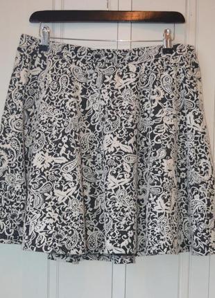 Стильная черно-белая юбка полусолнце
