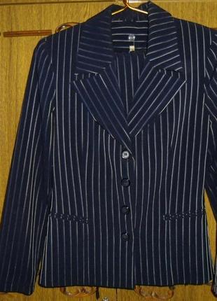 Красивый деловой костюм-тройка синего цвета 44 размера