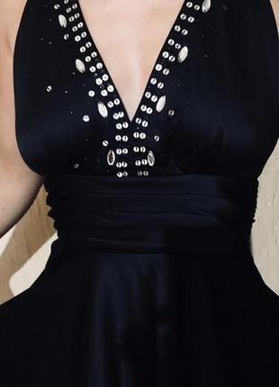 Изысканное коктейльное платье миди