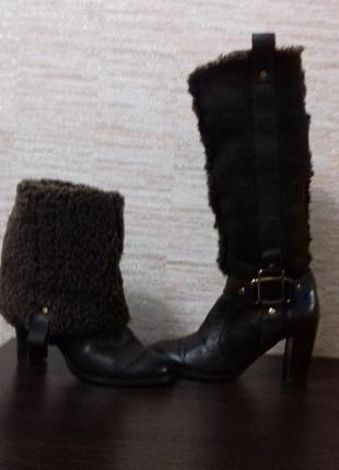 Стильные зимние сапоги на устойчивом каблуке.