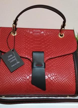 Модная, стильная сумочка из натуральной кожи.
