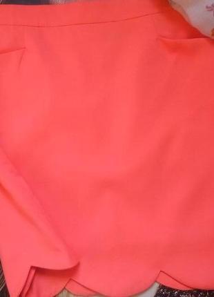 Неоновая оранжевая юбка с волнообразным низом