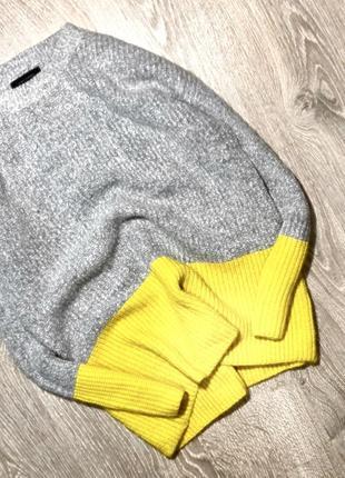 Красивый свитер в стиле оверсайз