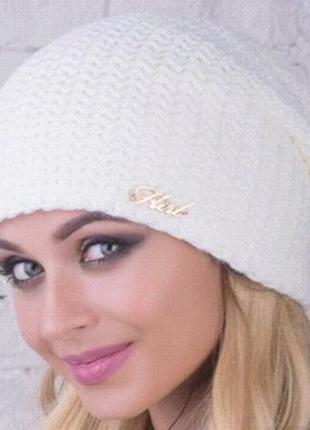 Женская шапка на флисе. белая вязка, тёплая