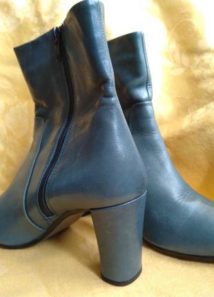 Шикарные ботиночки. натуральная кожа.