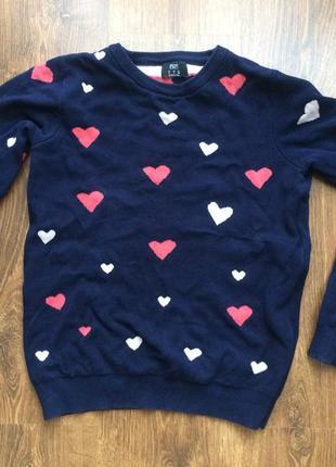 Красивый свитер с сердечками f&f
