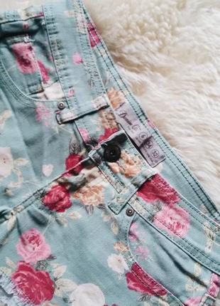 Короткие шортики в цветочный принт