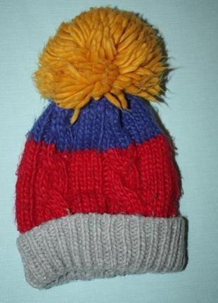 Яркая,красивя шапка двойная фир.mothercare зимние для мальчика в отличном состоянии