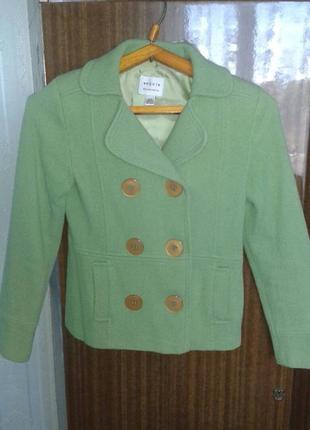 Полу-пальто драповое, ярко оливкового цвета