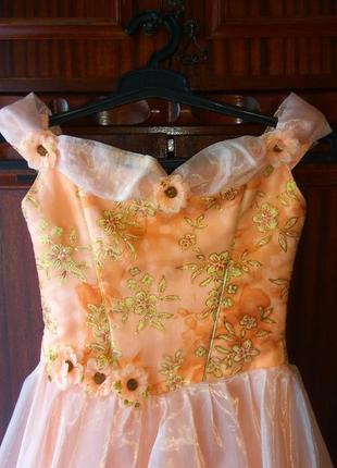 Отличное бальное платье на девочку в садик2 фото