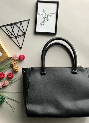 Крутая чёрная сумка с короткими ручками классика