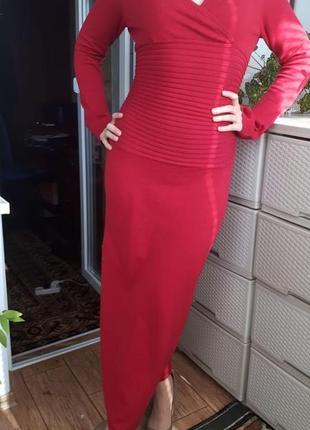 Красное трикотажное платье длинное в пол макси силуэтное стрейч обтягивающее теплое