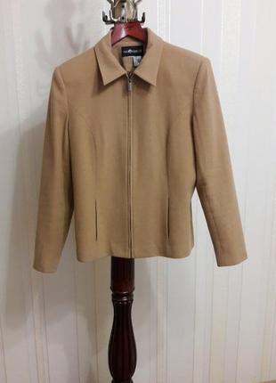 Фирменный бежевый шерстяной пиджак жакет куртка